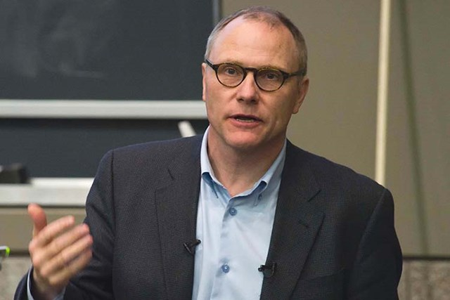 David Card, sinh năm 1956 tại Guelph, Canada. Hiện đang là Giáo sư Kinh tế tại Đại học California, Berkeley, Mỹ. Ảnh: UC Berkeley News.