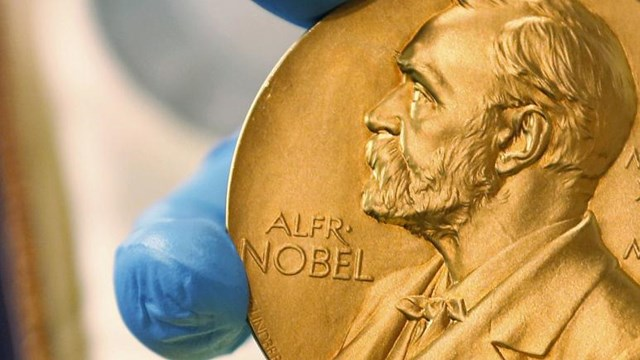 Giải thưởng đi kèm 10 triệu kronor Thụy Điển, tương đương hơn 1 triệu USD. Ảnh: AP.