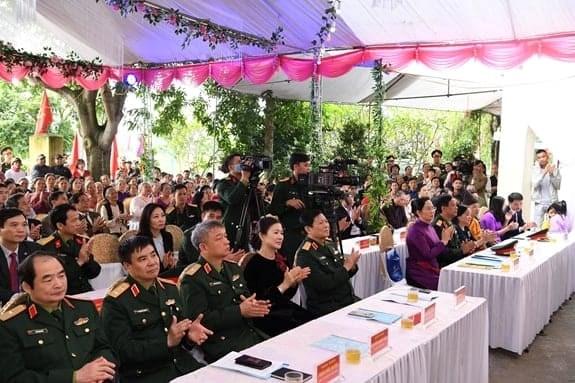 Đại tướng Ngô Xuân Lịch cùng các đại biểu dự ngày hội.