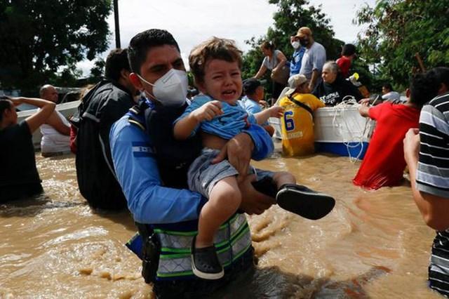 Số người thiệt mạng tăng tại Mexico và Honduras do bão Eta - Ảnh 1