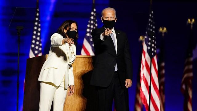 Ông Joe Biden cùng người đồng hành Kamala Harris trong bài phát biểu chiến thắng.Nguồn: USAToday.
