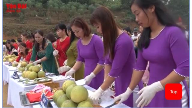 """""""Thi bóc bưởi"""" - bưởi quý Đại Minh ngon nổi tiếng là trái ngọt không thể bỏ qua đối với du khách khi đến huyện Yên Bình."""
