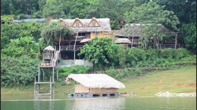 """Trải nghiệm """"homestay"""" ở vùng ven hồ Thác là ấn tượng đặc biệt khó phai."""