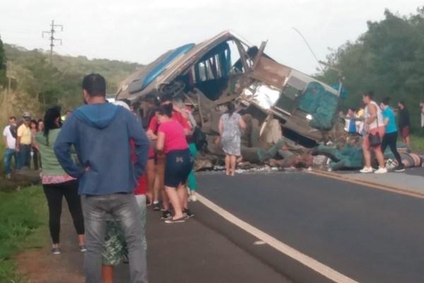 Brazil: Xe buýt đâm xe tải,37 người thiệt mạng - Ảnh 1