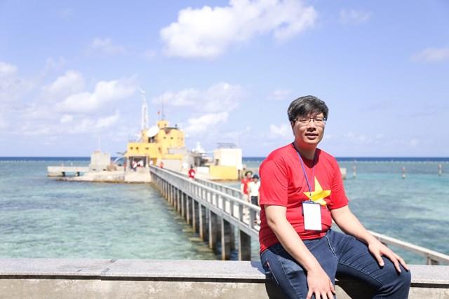 Ông Trần Hải Linh trong một chuyến thăm quần đảo Trường Sa.