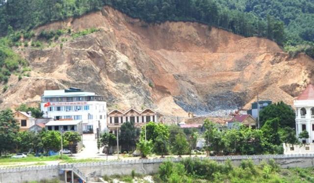 Lợi dụng Giấp phép san, gạt, cải tạo mặt bằng được cấp, một số tổ chức, cá nhân đã khai thác đất vượt diện tích được cấp, khiến núi đồi tan hoang.