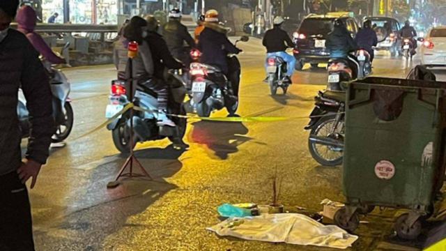Hiện trường vụ một thai nhi còn nguyên dây rốn bị xe cán trên đường Lê Duẩn, quận Hai Bà Trưng (TP Hà Nội).