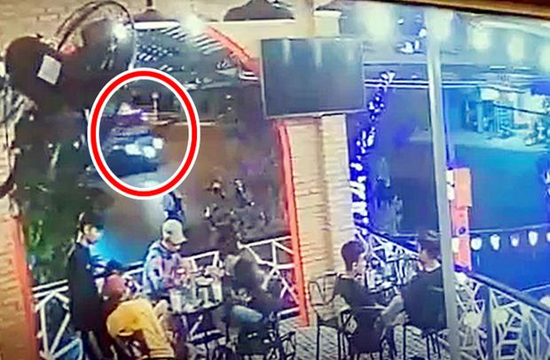Thời điểm xảy ra tai nạn (vòng tròn đỏ) Ảnh trích xuất camera.