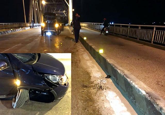 Chiếc Fadil với vết va chạm vào dải phân cách trên cầu Bến Thuỷ (Nghệ An).