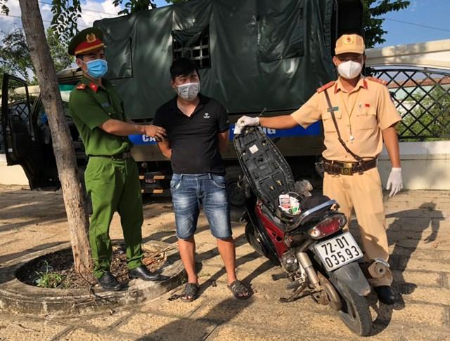 Đối tượng Trương Thái Hưng  bị cơ quan chức năng bắt giữ - Ảnh: Trung Nguyên.