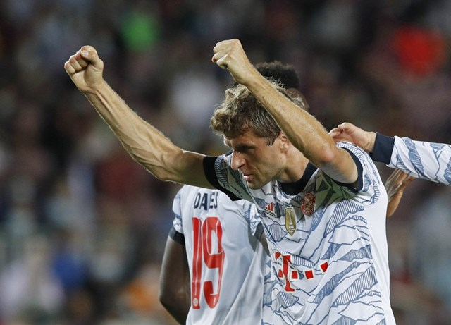 Mueller mở tỉ số cho Bayern.