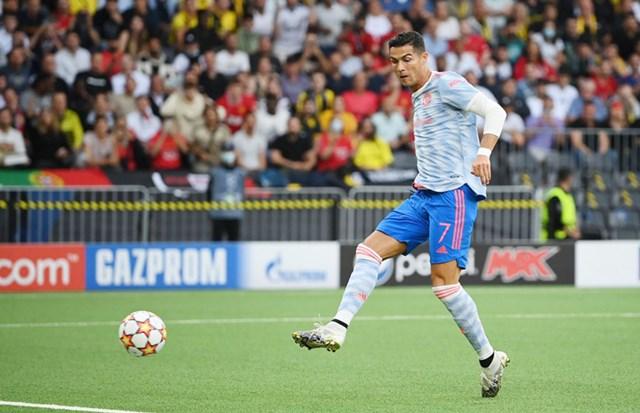 Ronaldo mở tỉ số cho Man United.