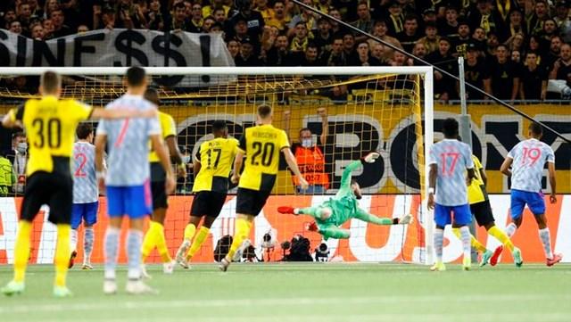 Young Boys có bàn gỡ hòa ở phút 66 nhờ hàng thủ của MU phạm sai lầm.