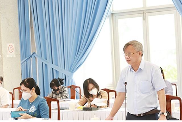 Chủ tịch UBND tỉnh Đồng Nai Cao Tiến Dũng phát biểu tại cuộc họp sáng 17/9.