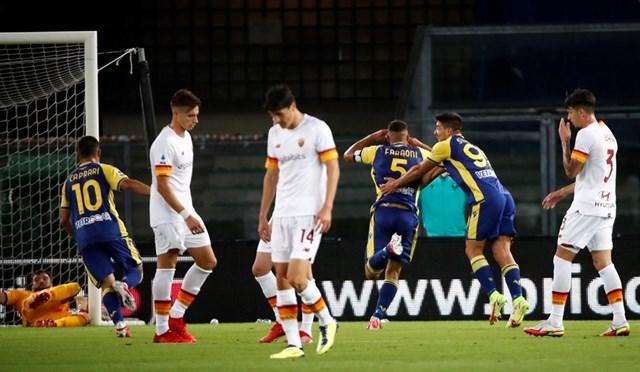 Davide Faraoni ấn định chiến thắng 3-2 cho đội chủ nhà với siêu phẩm vuốt bóng.