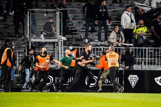Khán giả giải Ligue 1 lần thứ 3 gây hỗn loạn từ khi Messi đến thi đấu - Ảnh 14