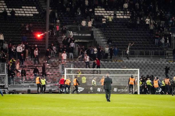 Khán giả giải Ligue 1 lần thứ 3 gây hỗn loạn từ khi Messi đến thi đấu - Ảnh 4