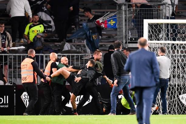 Khán giả giải Ligue 1 lần thứ 3 gây hỗn loạn từ khi Messi đến thi đấu - Ảnh 5