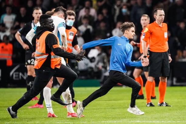 Khán giả giải Ligue 1 lần thứ 3 gây hỗn loạn từ khi Messi đến thi đấu - Ảnh 7