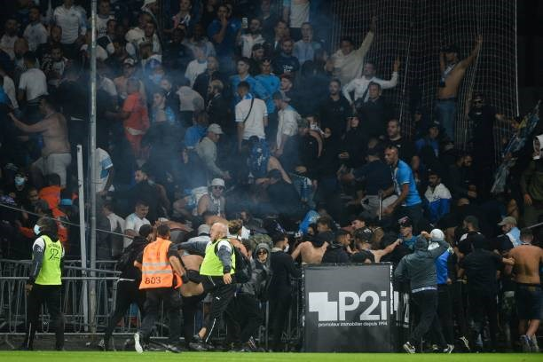 Khán giả giải Ligue 1 lần thứ 3 gây hỗn loạn từ khi Messi đến thi đấu - Ảnh 9