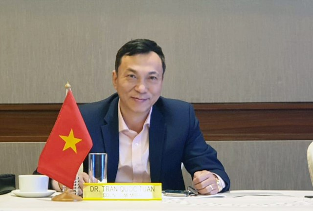 Ông Trần Quốc Tuấn – Phó Chủ tịch VFF ký quyết định hủy V-League 2021.
