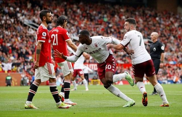 Kortney Hause đánh đầu mở tỉ số cho Aston Villa ở phút 88 .