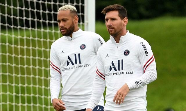 Messi và Neymar được cho thuộc phe cánh cầu thủ Nam Mỹ tại PSG.