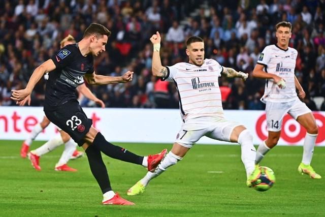 Julian Draxler ấn định chiến thắng 2-0 ở phút 88.