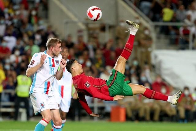 Siêu sao 36 tuổi lập kỷ lục ghi hat-trick ở tuyển quốc gia với 10 lần.