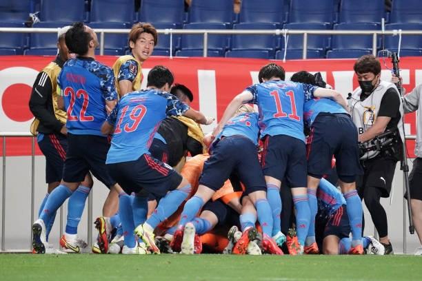 Niềm vui chiến thắng của các cầu thủ Nhật Bản.