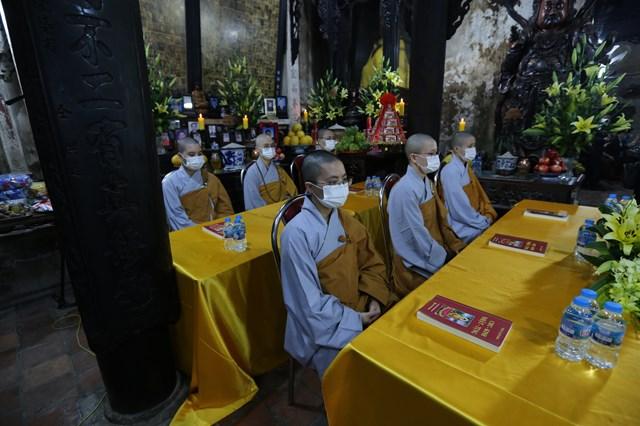 Nghi lễ cầu an tại chùa Phúc Khánh chỉ có sự ttham gia của10 vị Tăng, Ni cùng 5 Phật tử.