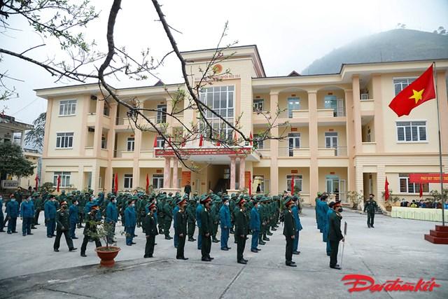 77 công dân là người đồng bào dân tộc thiểu số của huyện Mèo Vạc chuẩn bị lên đường nhập ngũ trong sáng nay.