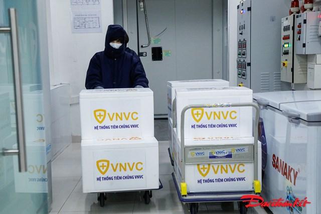 Với lô vaccinenày, Việt Nam trở thành một trong những nước đầu tiên trong khu vực châu Á tiếp cận với loại vaccine phòng Covid-19 uy tín hàng đầu thế giới.