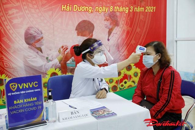 Những mũi tiêm vaccine phòng Covid-19 đầu tiên ở Hải Dương - Ảnh 2
