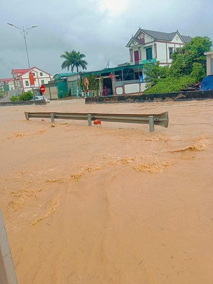 Nhiều địa phương tại Nghệ An bị chia cắt do mưa lớn - Ảnh 1