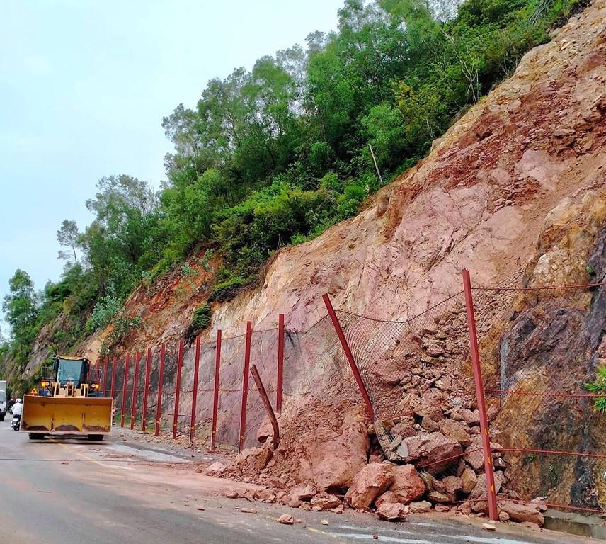Nhiều địa phương tại Nghệ An bị chia cắt do mưa lớn - Ảnh 2