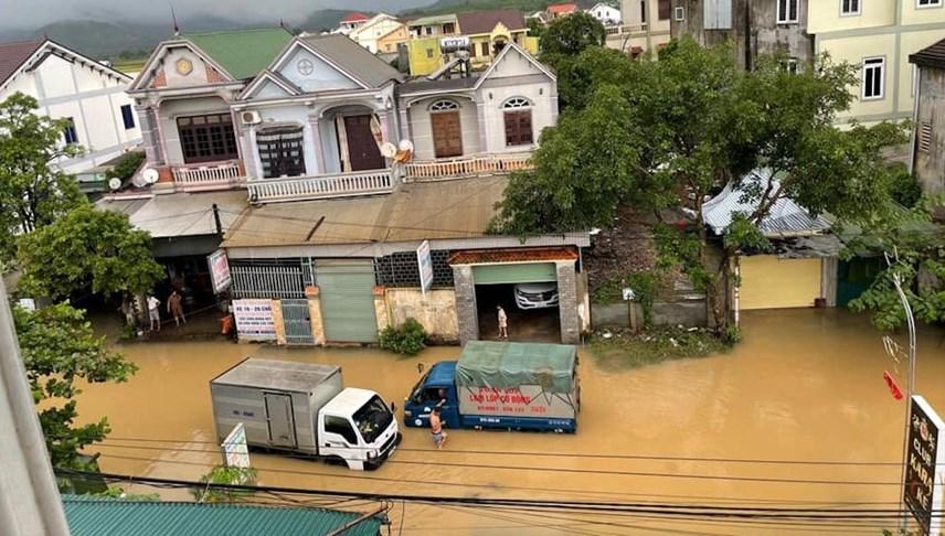 Nhiều địa phương tại Nghệ An bị chia cắt do mưa lớn
