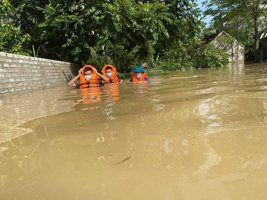 Dù mưa đã tạnh, nhưng nhiều xã tại huyện Quỳnh Lưu vẫn còn ngập sâu.