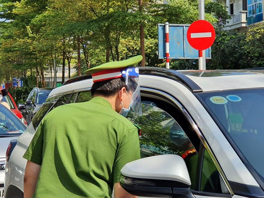 Tất cả các phương tiện không có giấy tờ hợp lệ đều không được phép đi vào trung tâm thành phố.
