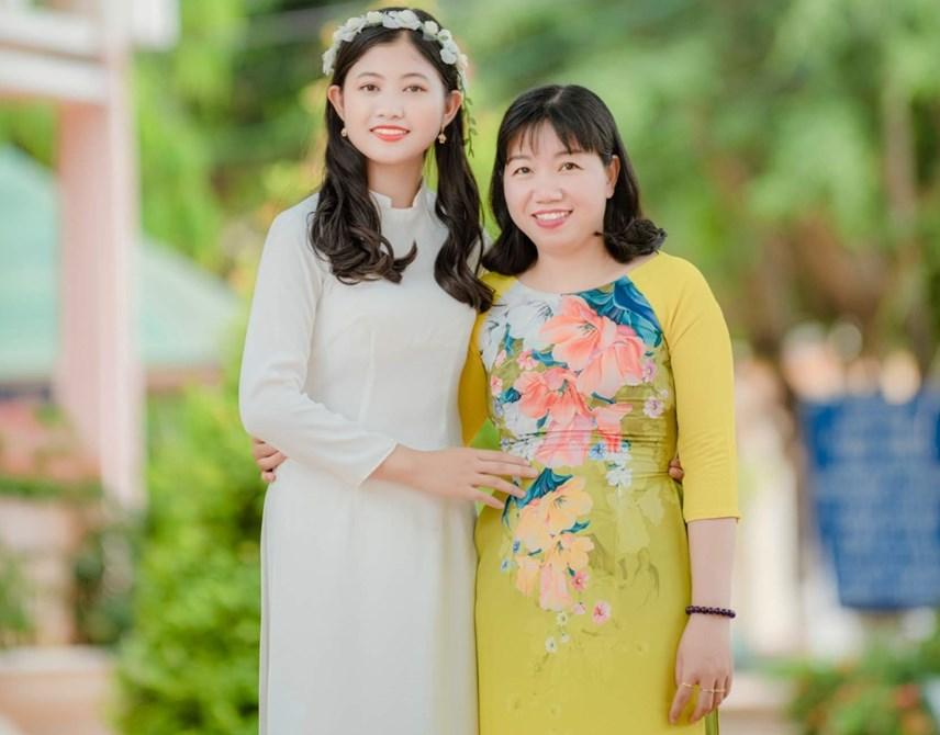 Mai và cô giáo chủ nhiệm
