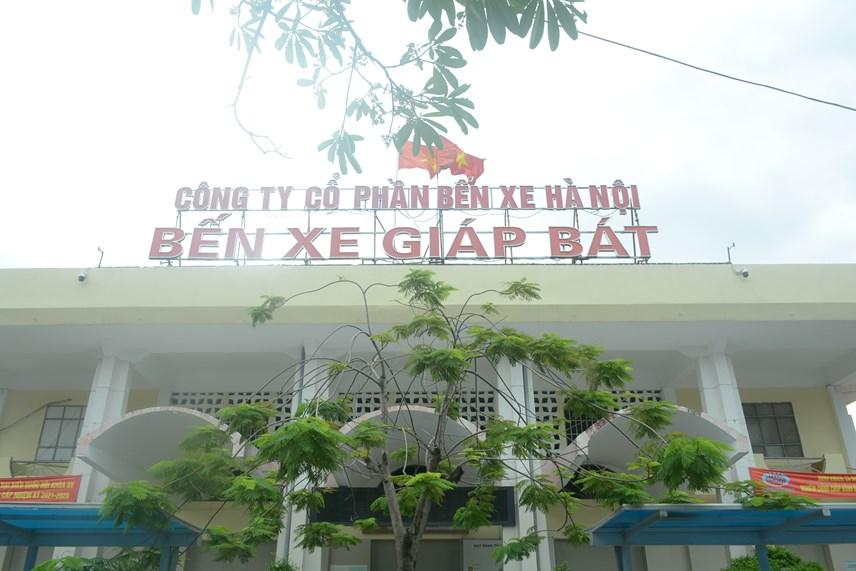 Theo ghi nhận của PV Báo Đại Đoàn Kết online sáng 13/10, các bến xe trên địa bàn Hà Nội vẫn đóng cửa chưa được hoạt động trở lại.