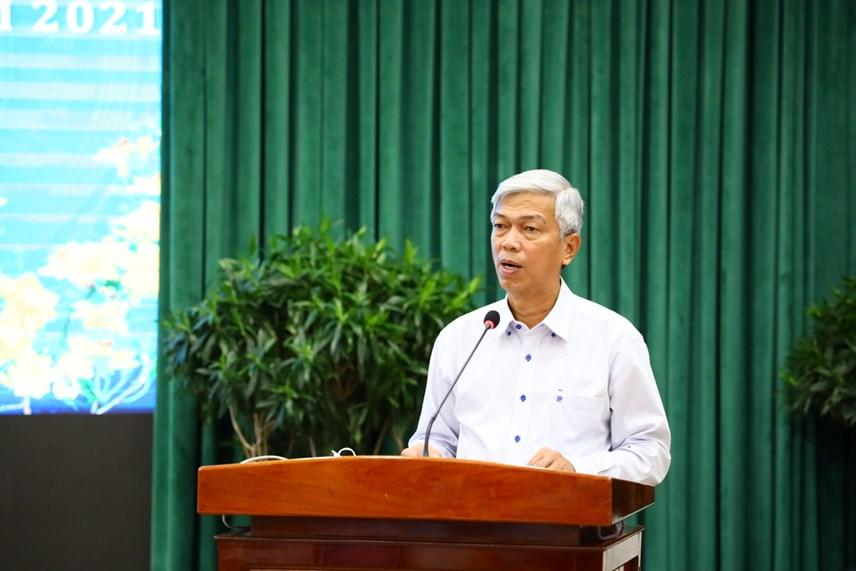 Phó Chủ tịch UBND TP HCM Võ Văn Hoan báo cáo một số kết quả công tác phòng chống dịch Covid-19 tại Hội nghị.