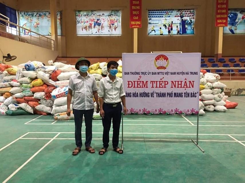 MTTQ huyện Hà Trung tiếp nhận đóng góp nhu yếu phẩm của người dân gửi tới TP Hồ Chí Minh.