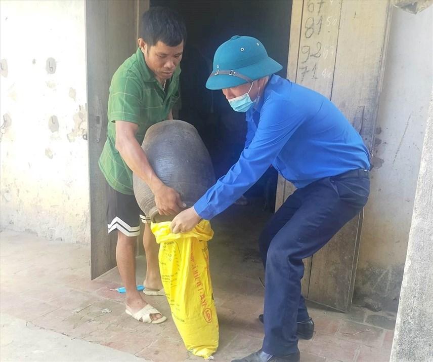 AnhMai Văn Thủy dốc cạn hũ gạo gửi vào TP Hồ Chí Minh