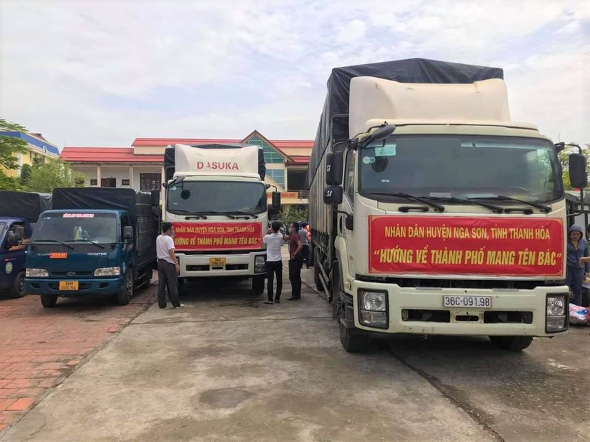 Gần 1.500 tấn hàng hóa, nhu yếu phẩm của người dân Thanh Hóa lên đường tập kết vào TP Hồ Chí Minh.