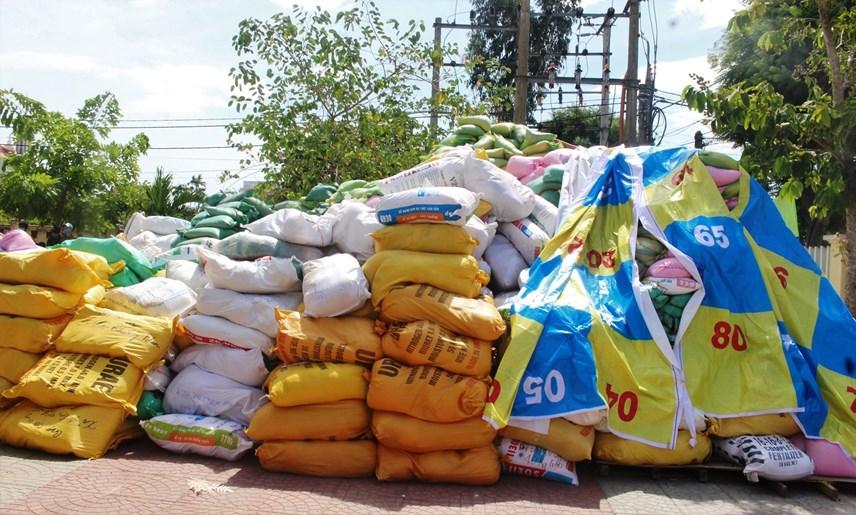 Rất nhiều hàng hóa được người dân Quảng Nam ủng hộ cho nhân dân TP HCM.