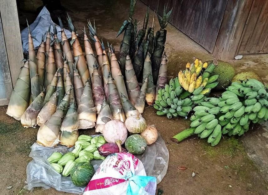 Các loại nông sản của người dân đem đến ủng hộ.