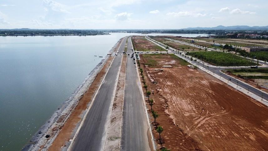 Tuyến đường nối biển với đất liền và sân bay Chu Lai.