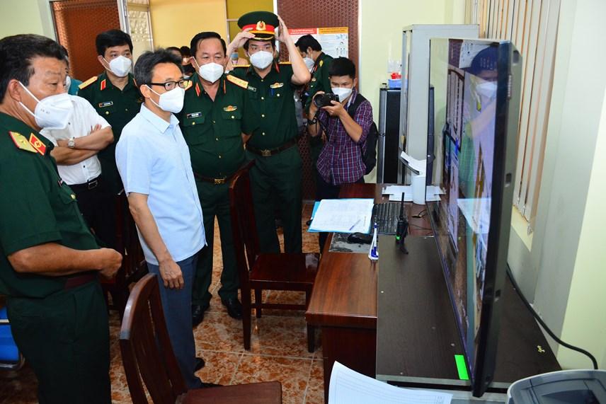 Phó Thủ tướng kiểm tra công tác phòng dịch của Bệnh viện Quận y 175.