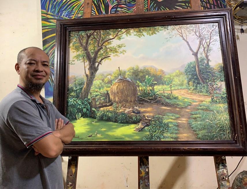 Anh Thanh có niềm đam mê mãnh liệt với cây cọ và màu vẽ. Ảnh: NVCC.